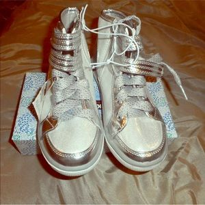 Justice girls silver lace Velcro sz 1 sneakers